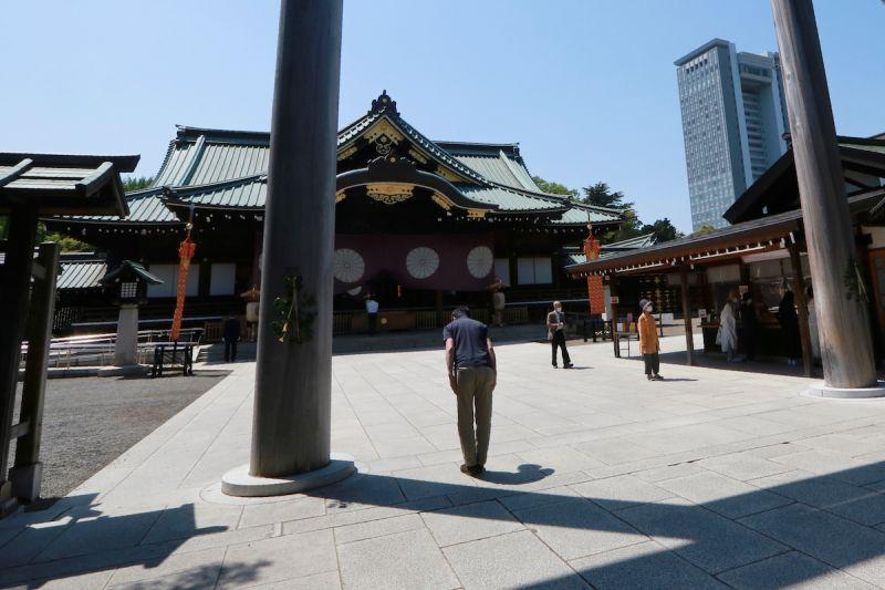 ▲日本前首相安倍晉三內閣4名閣員去年8月15日參拜靖國神社,人數之多創2004年以來紀錄。(圖/美聯社/達志影像)