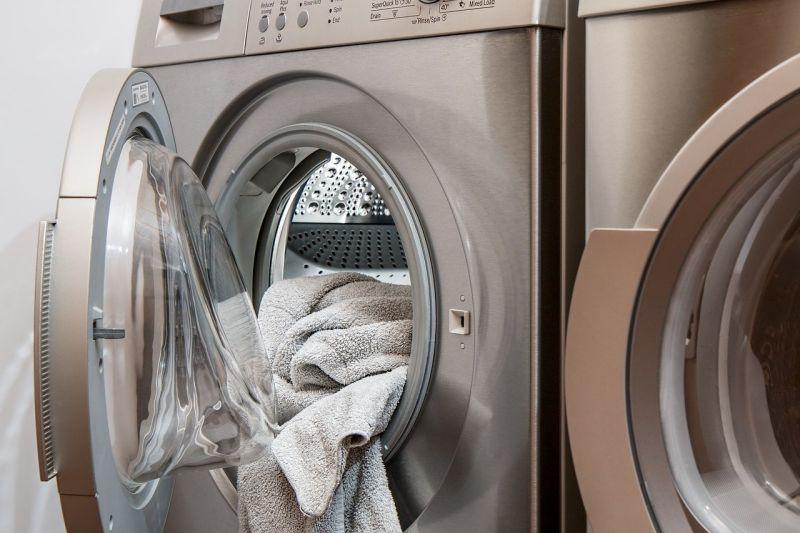 ▲一名網友到自助洗衣店等待衣物烘乾,卻目睹「一情景」讓他當場嚇壞。(示意圖/翻攝pixabay)
