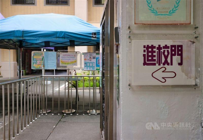 ▲高中職以下學校即將在9月1日開學,台北市教育局指出,原則上學生在校除用餐外須全程配戴口罩。(中央社檔案照片)