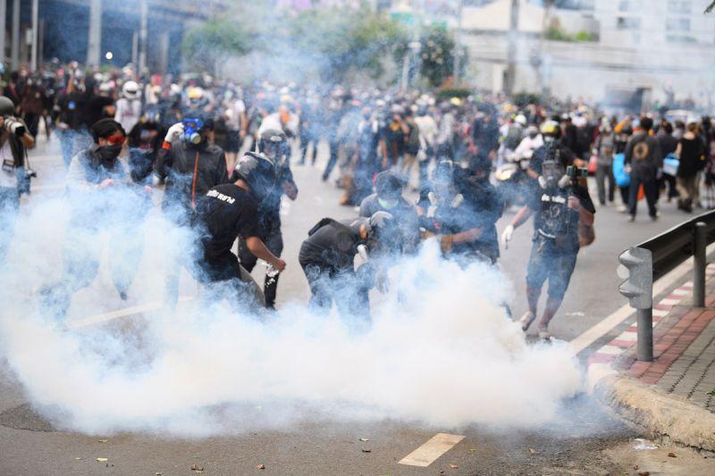 泰國反政府示威繞行曼谷 按喇叭表達對政府不滿