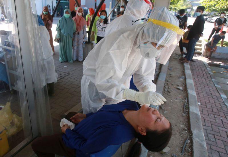 印尼總統要求降低核酸檢測費 盼提高檢驗人數