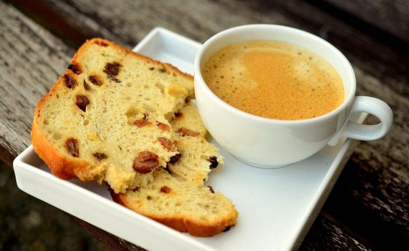 一名女網友好奇在PTT提問「大家喝咖啡喜歡配什麼甜點?」釣出老饕激推「3首選」,直呼「香氣整個爆炸」。(圖/取自pixabay)