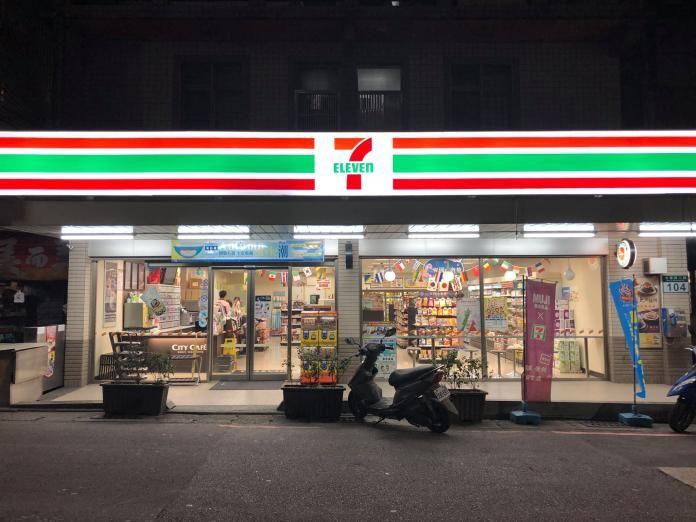▲在台灣,超商是在路上很常見的店家,一條路上可能就有三四間一樣的超商。(圖/7-11淡欣門市粉專)