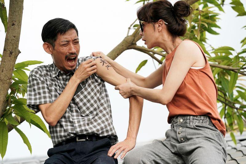 ▲陳竹昇(左)、謝盈萱互動感人。(圖/華視、CATCHPLAY提供)