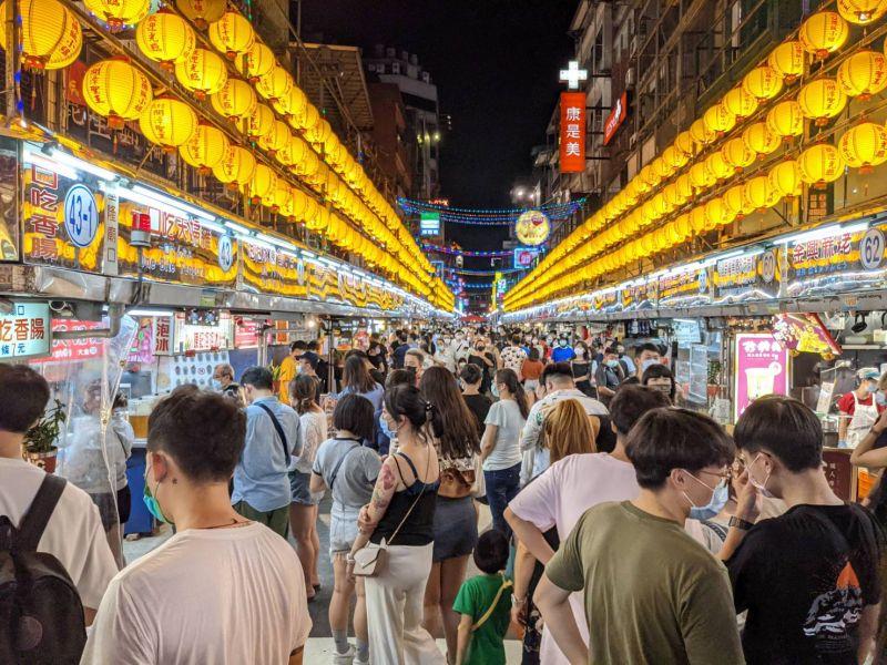 ▲國際時尚雜誌Tatler最新一期選出「世界20大名市集」,基隆廟口夜市是台灣唯一入選。(圖/基隆市政府提供)