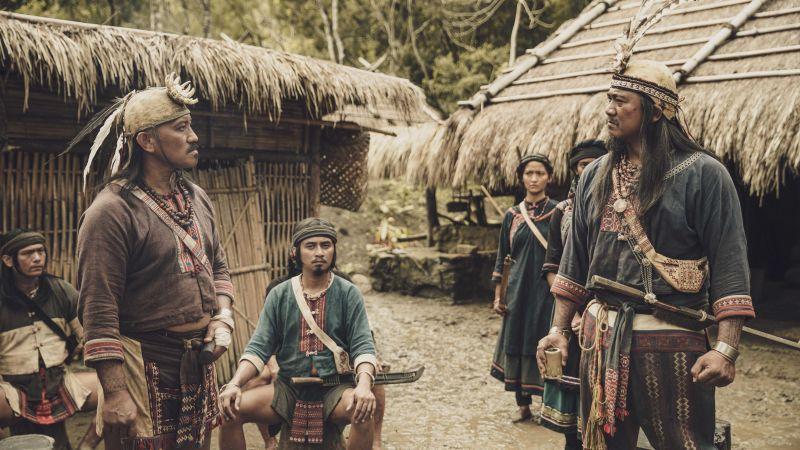 ▲查馬克・法拉屋樂(右一)原是屏東泰武國小古謠傳唱隊指導老師。(圖/公視提供)