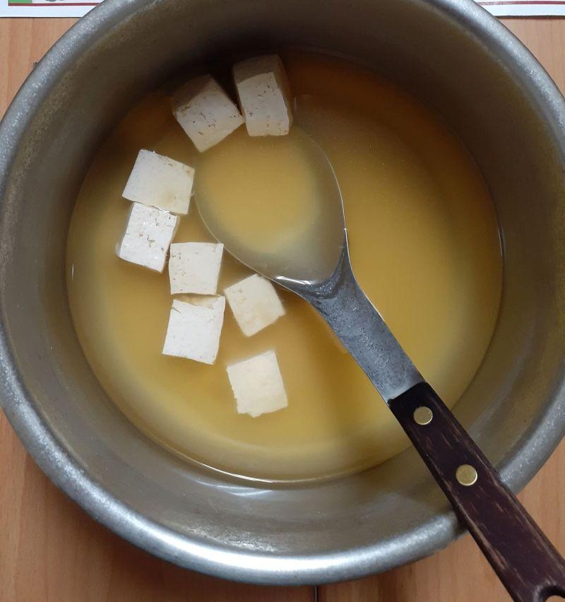 ▲原PO嘗試煮出味噌湯,卻做不出像餐廳一樣的濃郁口感。(圖/翻攝廚藝公社臉書)