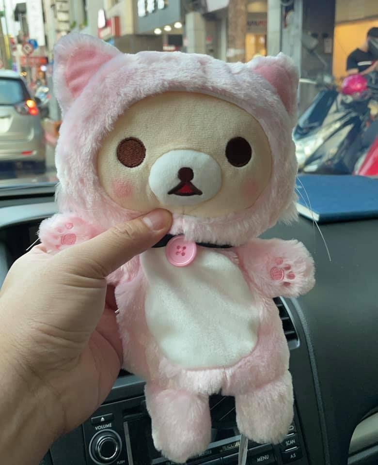 ▲店員說那個獎品,廠商沒寄來,因此提出補償方案「再抽三次」,另外送一隻小熊。(圖/翻攝自《爆廢公社》)