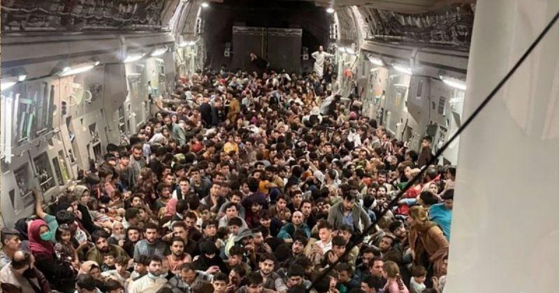 C-17運輸機硬擠640人 美軍:非事前計畫但仍放飛