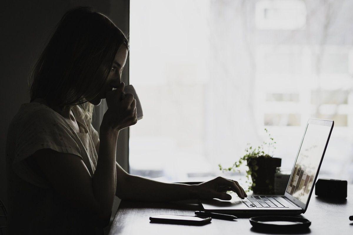 ▲一名女網友在網路論壇《Dcard》分享自己的主管準備了她喜歡的零食、點心等犒賞加班的同事,讓她感到相當窩心。(示意圖/翻攝自pixabay)