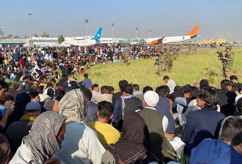 ▲儘管西方國家領袖表示,他們將敦促塔利班在8月31日後仍允許人們離開阿富汗,塔利班今天堅持,所有外國撤離行動必須在31日或之前完成。(圖/美聯社/達志影像)