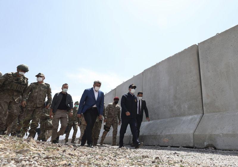 ▲土耳其國防部長巡視與伊朗邊界。(圖/美聯社)