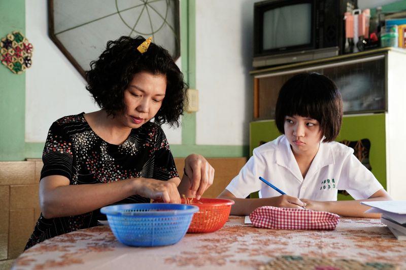 ▲于子育(左)、吳以涵在《俗女養成記2》中母女過招。(圖/CATCHPLAY+、華視提供)