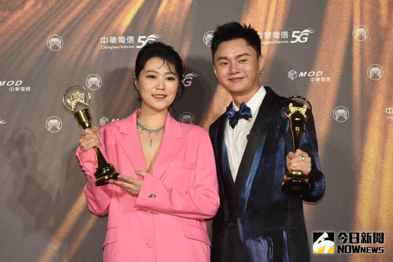 ▲曹雅雯(左)和許富凱是多年好友,如今2人一起喜拿金曲獎。(圖/NOWnews影像中心)