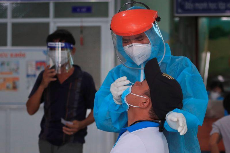 越南連7天單日確診破萬 4個月37萬人染疫