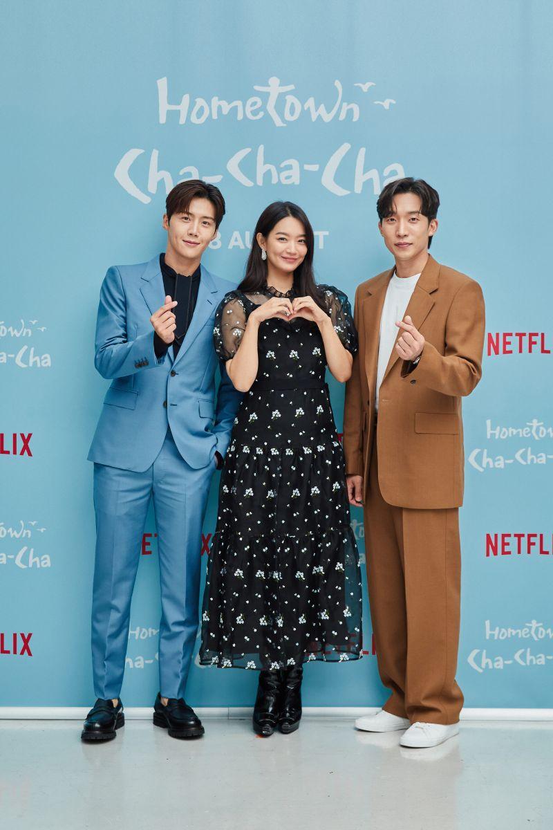 ▲金宣虎(左起)、申敏兒、李相二出席記者會。(圖/Netflix)