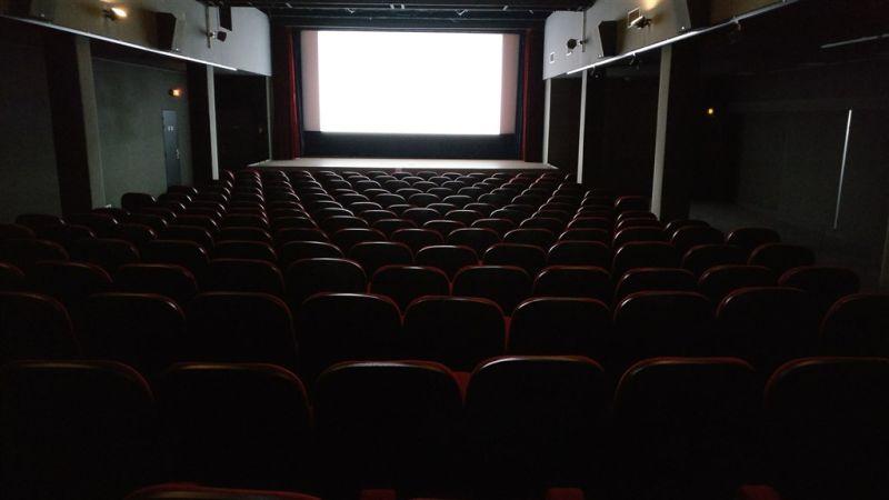 ▲公司表示,只要在10天內順利看完13部恐怖片,就能拿到3.6萬元。(示意圖/翻攝自《unsplash》)