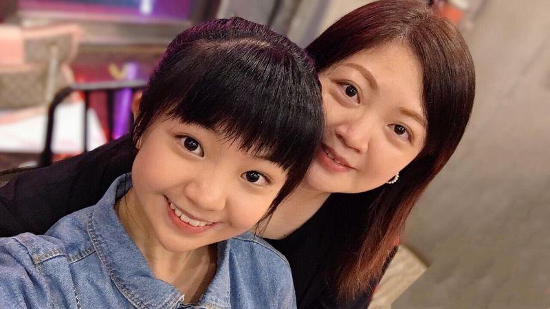 ▲吳以涵(左)遺傳媽媽水汪汪大眼睛。(圖/翻攝吳以涵臉書)
