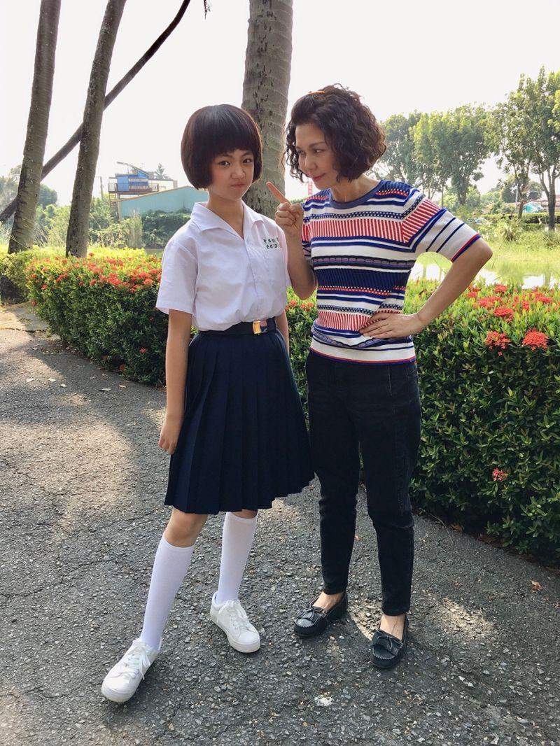 ▲吳以涵(左)飾演「陳嘉玲」爆紅。(圖/華視、CATCHPLAY提供)