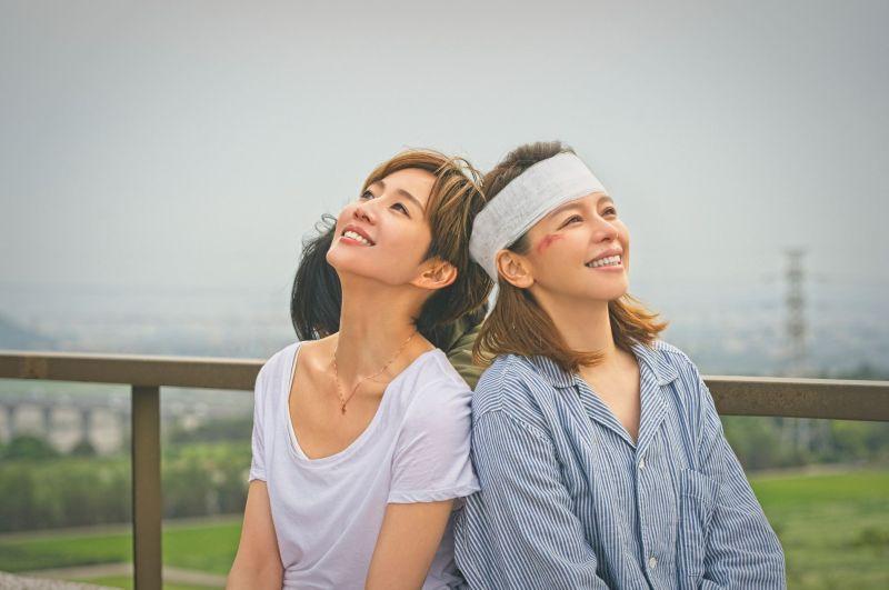 ▲張鈞甯(左)、徐若瑄姊妹情深。(圖/HBO提供)