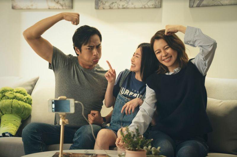 ▲莊凱勛(左一)飾演搞笑痞男。(圖/HBO提供)