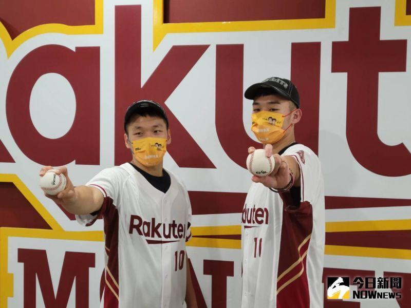 ▲台灣羽球「黃金男雙」李洋和王齊麟來到桃園棒球場開球。(圖/黃建霖攝)