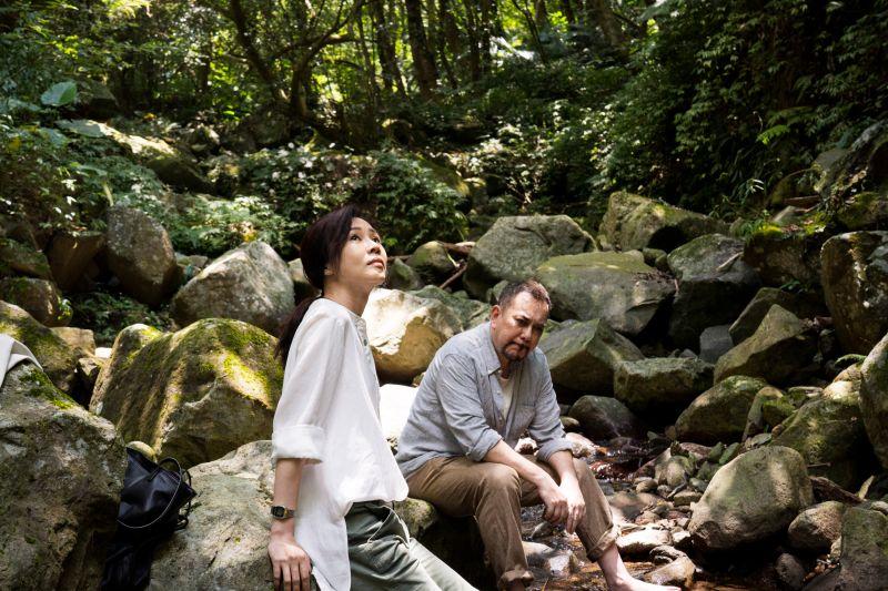 ▲謝盈萱(左)與黃秋生合歷經心情三溫暖。(圖/公視、行者影像文化提供)
