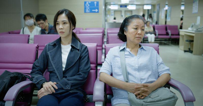 ▲謝盈萱(左)、潘麗麗飾演母女。(圖/公視、行者影像文化提供)