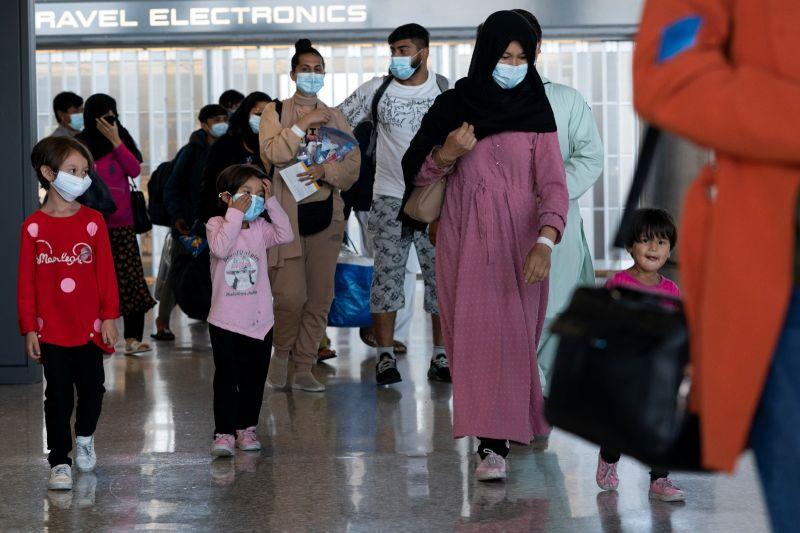 英美等國發表聲明:塔利班同意阿富汗人離境