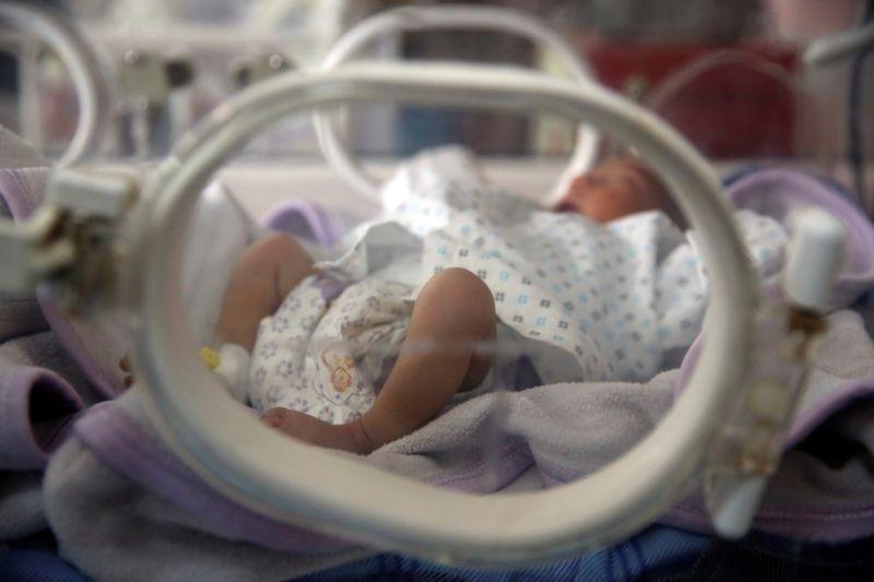 ▲塔利班奪下阿富汗政權迫使大批人民出逃,一名阿富汗孕婦日前在美國軍機上誕下女嬰,美軍官員表示,女嬰雙親決定以該軍機的代號「莉綺」(Reach)為寶貝女兒命名。示意圖非本人。(圖/美聯社/達志影像)