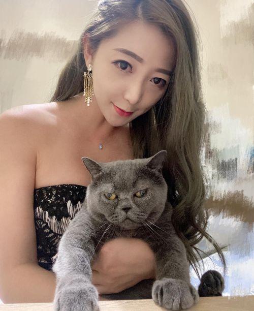 ▲但跟飼主感情很好,貓貓這是在捍衛自己的地位?(圖/網友松噯授權提供)