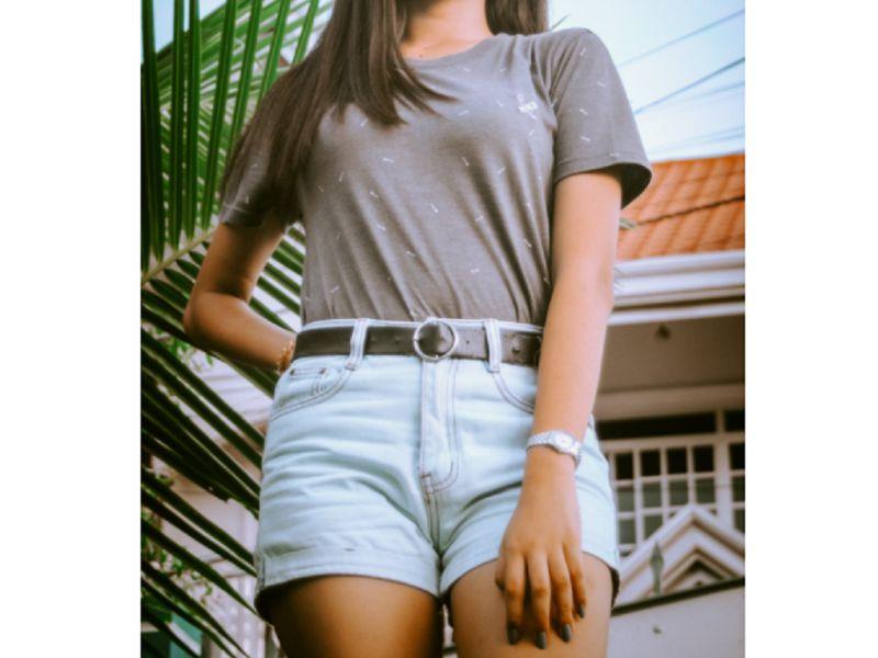 ▲有一位女大生,因為天氣熱選擇穿短褲出門,被社區阿姨們目睹後,卻成為「咬耳朵」的話題。(示意圖,與當事人無關/取自《Pexels》)