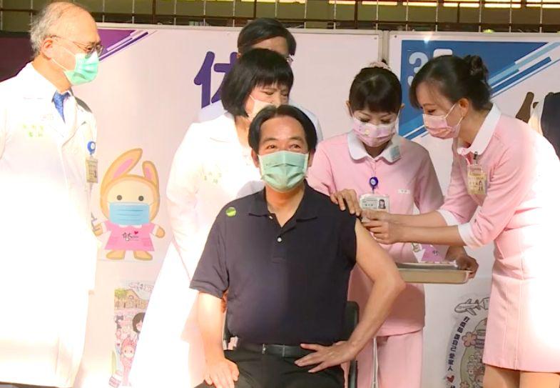 跟進蔡英文打高端 賴清德:打疫苗保護自己、保護家人