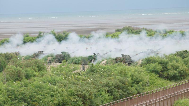 ▲2020年漢光36號演習,陸軍M109A5自走砲車集體射擊。(圖/記者呂炯昌攝)