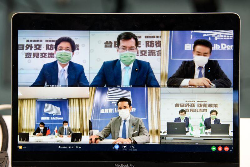 ▲爲共同因應中國威脅,台灣與日本執政黨首度舉辦「2+2」安全會談。(圖/民進黨提供)