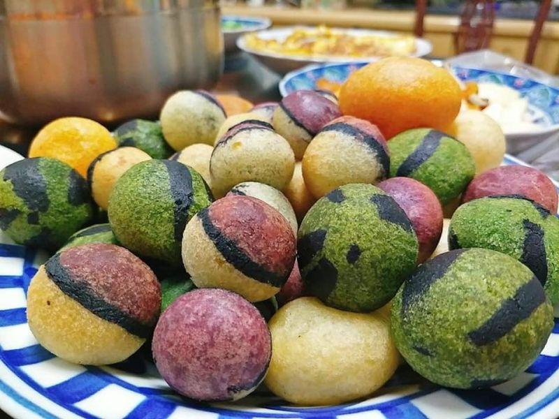 ▲網友自製地瓜球,巧手變身成西瓜和神奇寶貝球,讓大家讚嘆不已。(圖/翻攝自《廚藝公社》臉書)