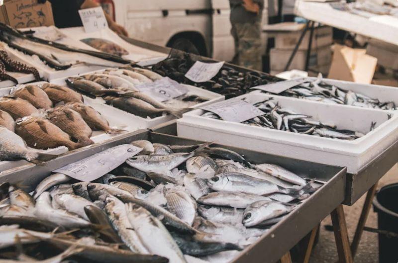 ▲市場買魚該怎麼挑才正確?菜販傳授3技巧。(示意圖/非當事情境,取自 Unsplash )