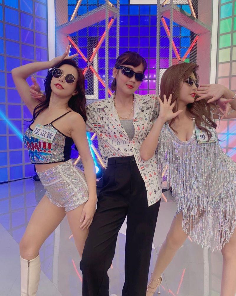 ▲巫苡萱(左起)、籃籃、琳妲跳台客舞。(圖/琳妲臉書)