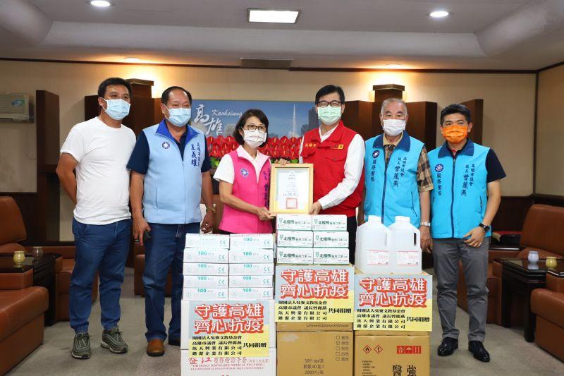 議長親送防疫物資給市長 籲市民持續抗疫