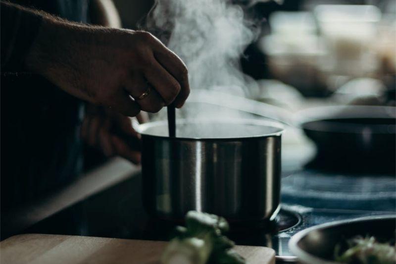 ▲平民美食「滷肉飯+豬血湯」不夠看?他推窮人三寶。(示意圖/翻攝自《pexels》 )