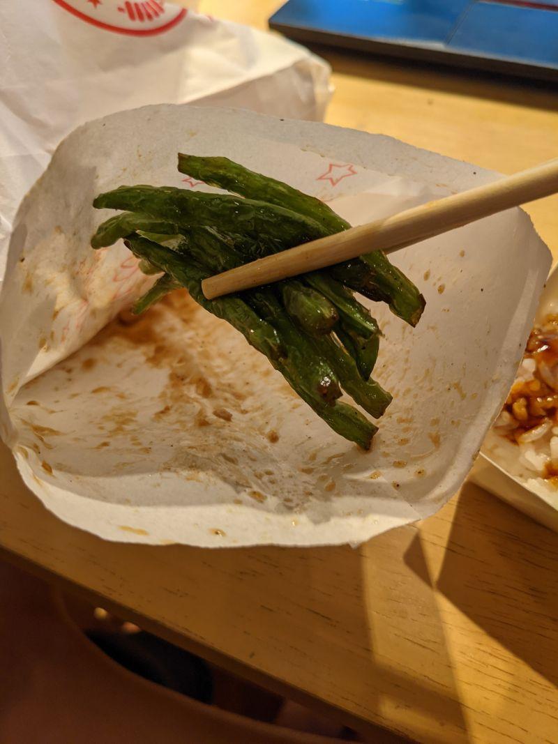 ▲網友分享一份30元四季豆的份量,大約只有10條左右。(圖/翻攝自臉書社團「爆怨2公社」)