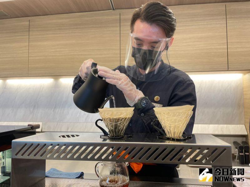 ▲美學觀光列車鳴日號,未來也將推出手沖咖啡服務。(圖/記者劉雅文拍攝)