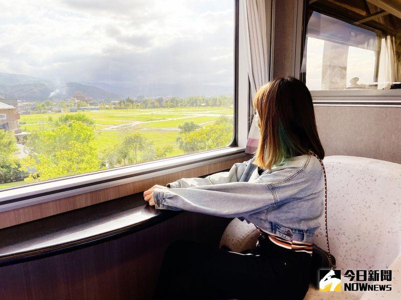 ▲搭乘美學觀光列車鳴日號,沿途可以欣賞各式美景。(圖/記者劉雅文拍攝)