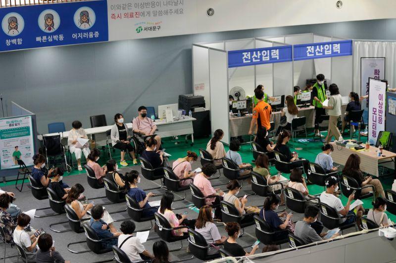 影/韓國疫苗覆蓋率達7成 3天內通報逾萬起不良反應案例