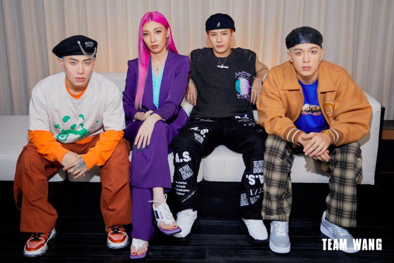 ▲「PANTHEPACK」由J.Sheon(右起)、王嘉爾、Karencici與大陸饒舌歌手ICE組成。(圖/TEAM WANG提供)