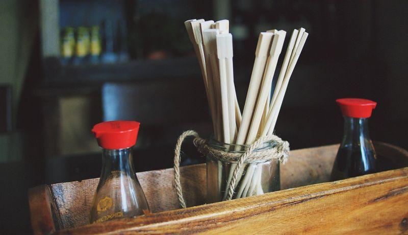 ▲有網友在PTT發文請益大家「外送免洗筷能幹嘛?」釣出內行網友分享「超實用又另類的用途」,讓不少人看後不禁大讚「生活智慧王」。(示意圖/取自pixabay)