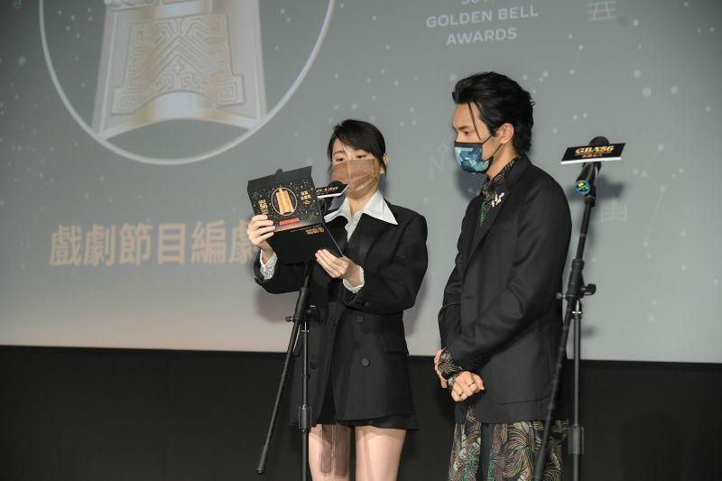 ▲柯佳嬿(左)、姚淳耀(右)擔任揭曉嘉賓。(圖/三立提供)