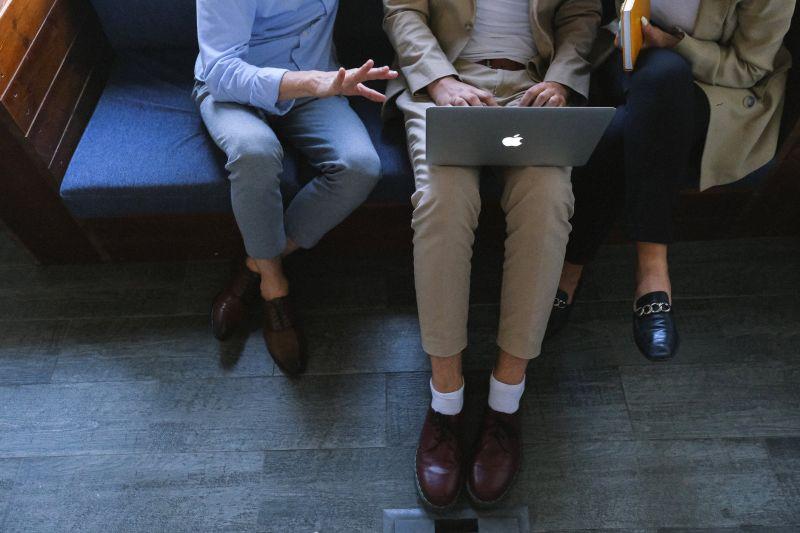 ▲有網友聽到很多人說,用過Macbook就回不去,因此好奇問「兩者使用上會有差別嗎?」(示意圖/翻攝自《pexels》 )