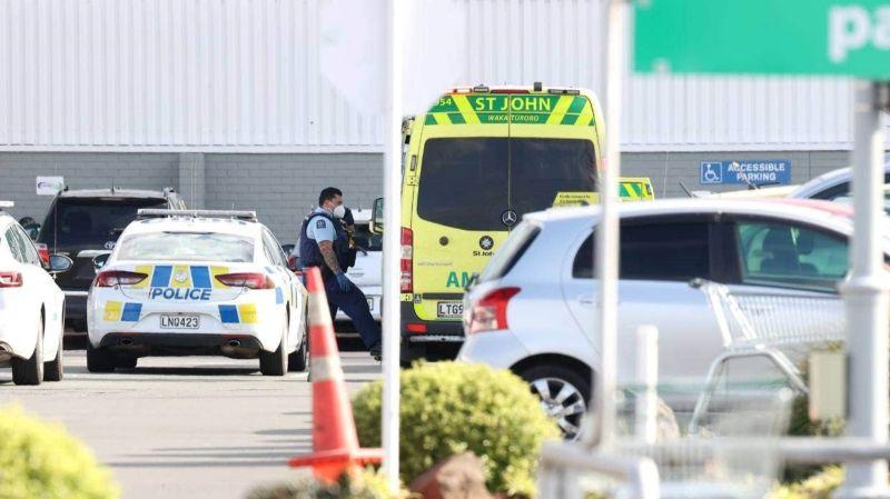 ▲紐西蘭奧克蘭西南部一間超市,3日驚傳恐怖襲擊事件,據悉有6人被持刀男子砍傷。(圖/翻攝自stuff.co.nz網站)