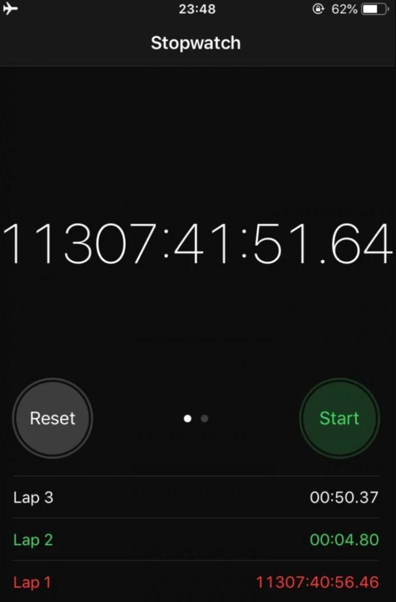 ▲原PO手機碼錶計時長達1萬1307小時41分鐘又51秒。(圖/翻攝自《Dcard》)